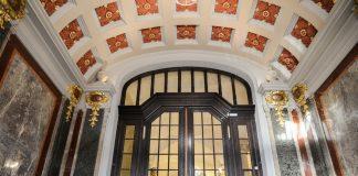 główne wejście do Urzędu Wojewódzkiego