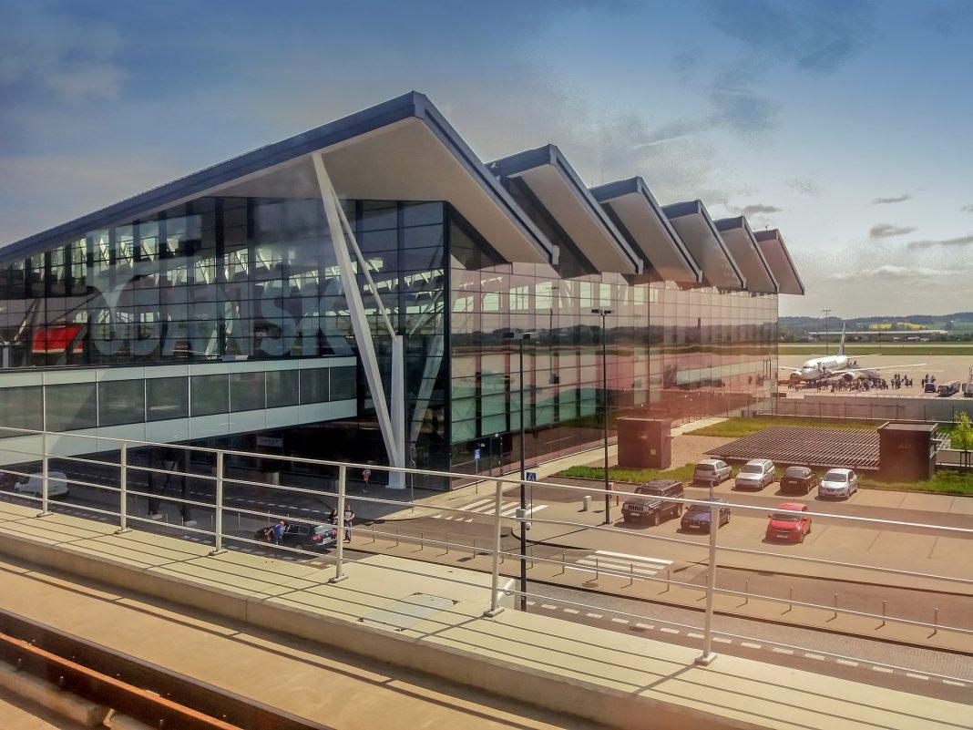 szczecinianin dwa granaty lotnisko Gdańsk