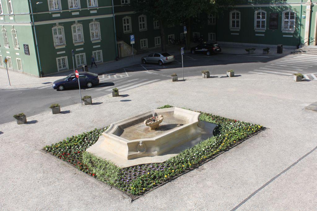 fontanny przedUrzędem Miasta