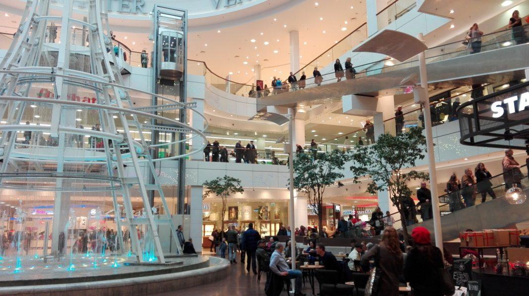 sklepy i galerie handlowe w okresie świątecznym