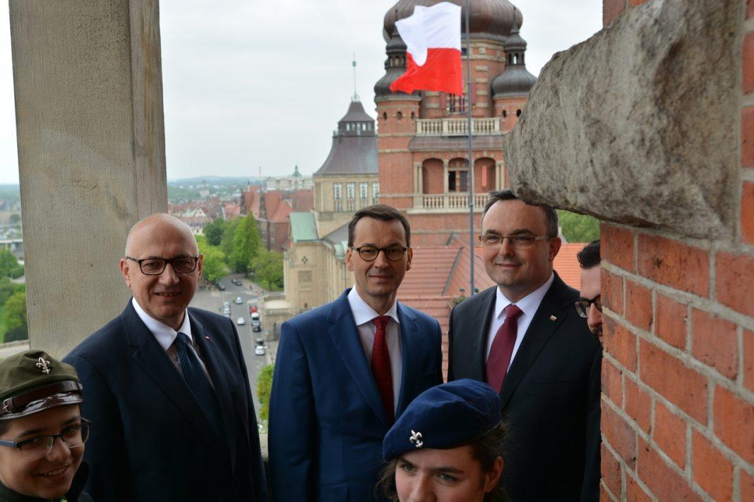 Dzień Flagi premier Morawiecki