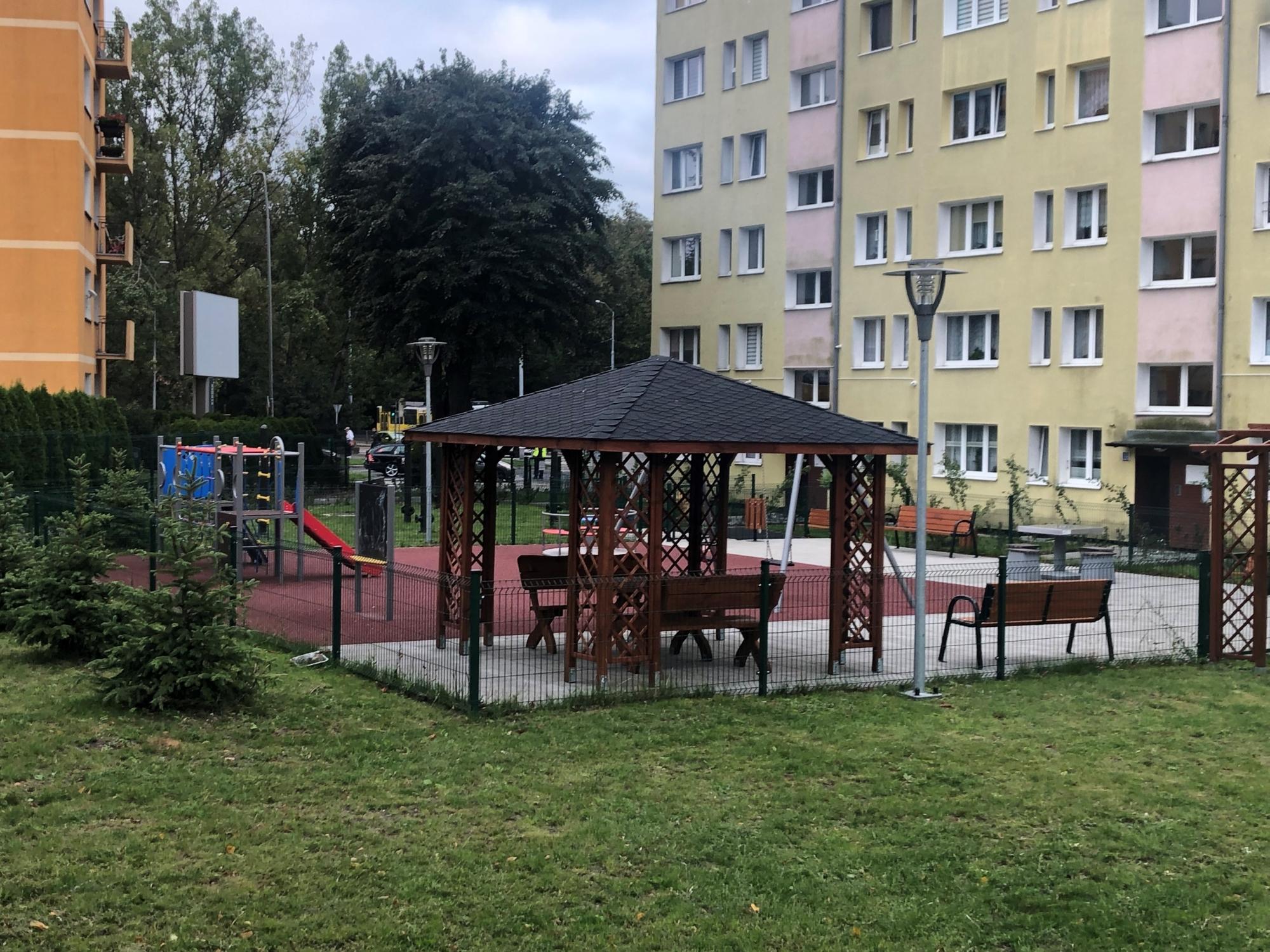 płot podwórko ulica Malczewskiego