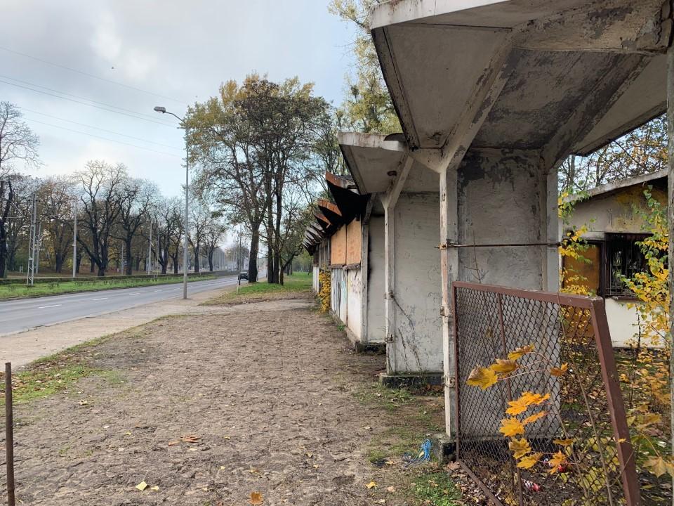 Zrujnowane pozostałości po szczecińskim motocrossie do wyburzenia