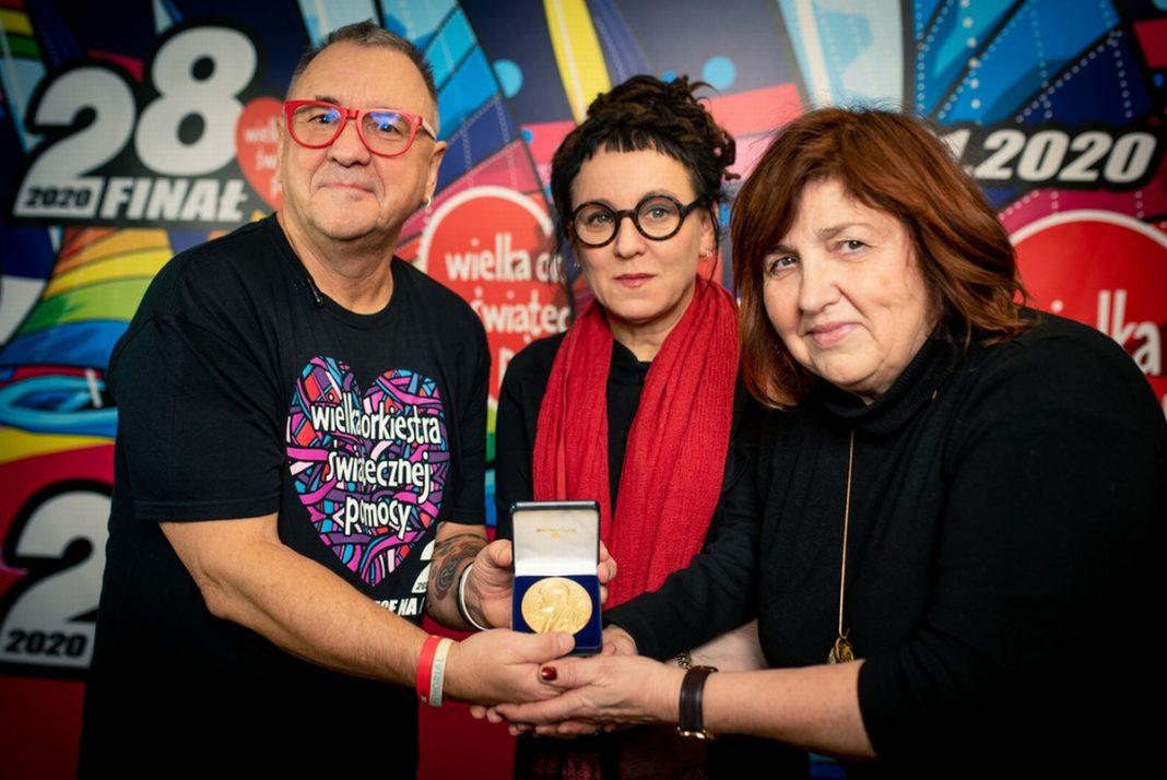 Olga Tokarczuk medal WOŚP