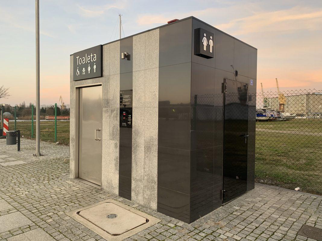 toalety miejskie koszt utrzymania