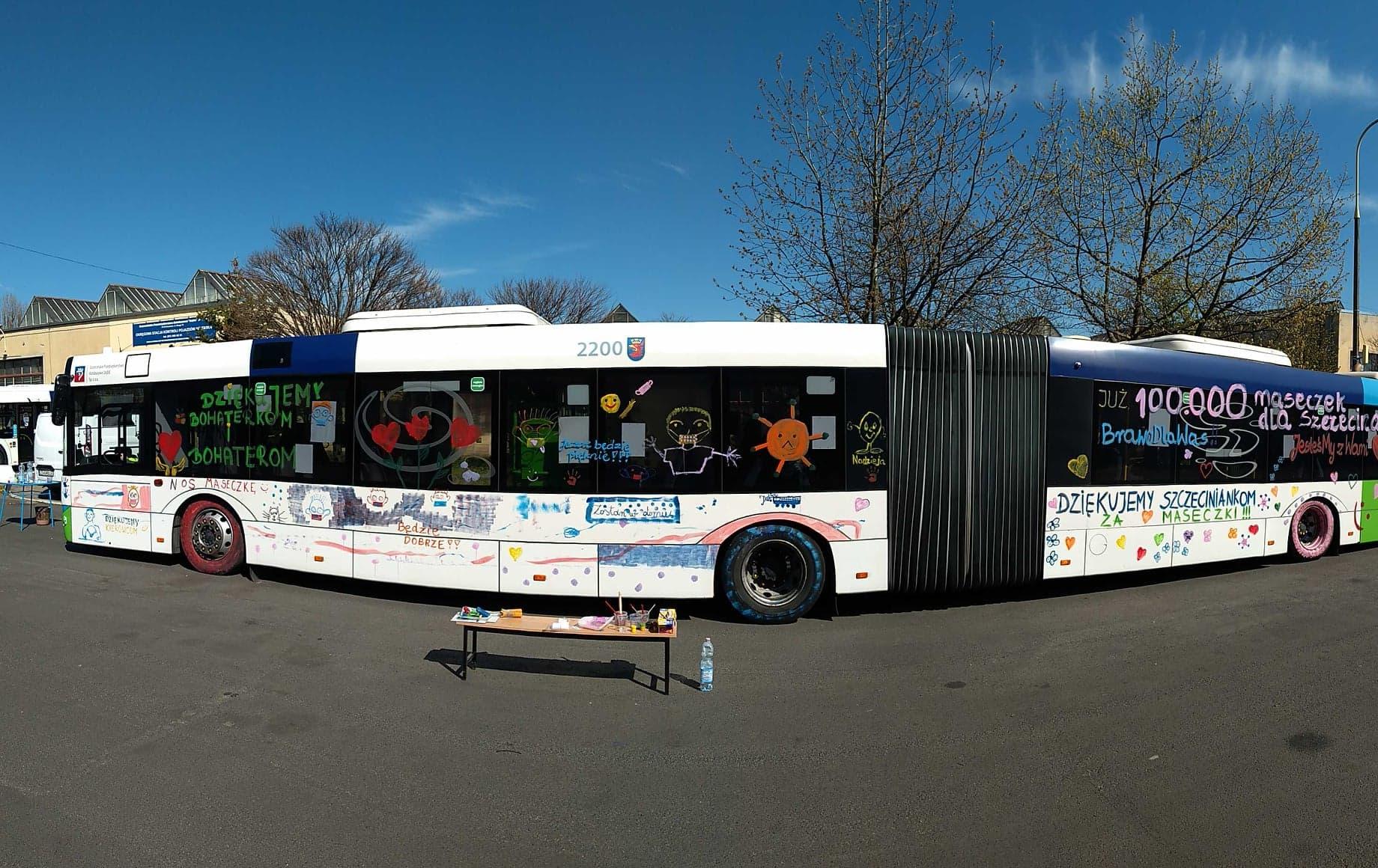 kolorowy autobus szczecinianki szyją maseczki