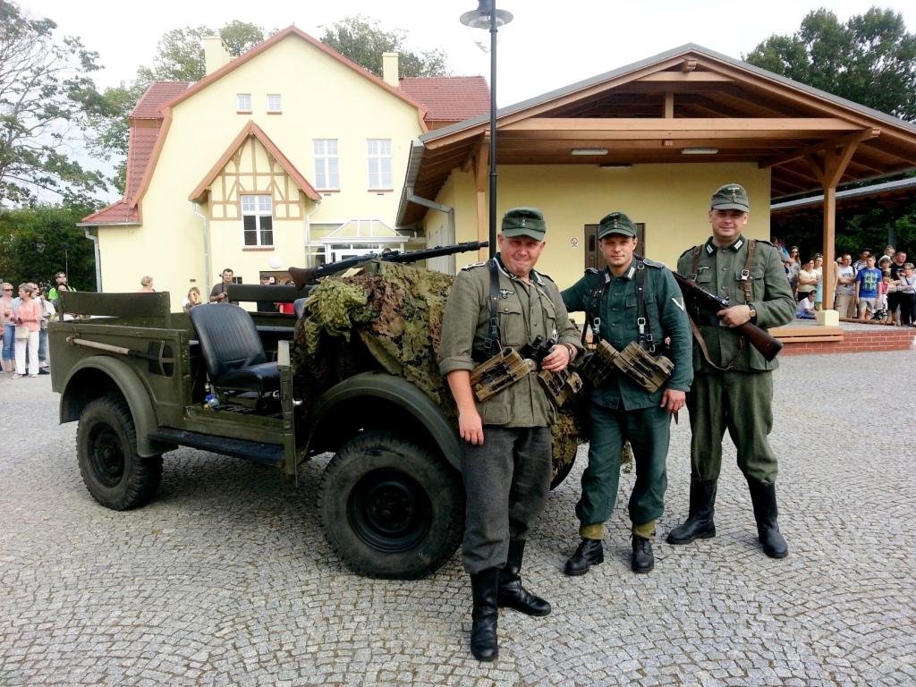 Prezentacja pojazdów militarnych i strojów wojskowych