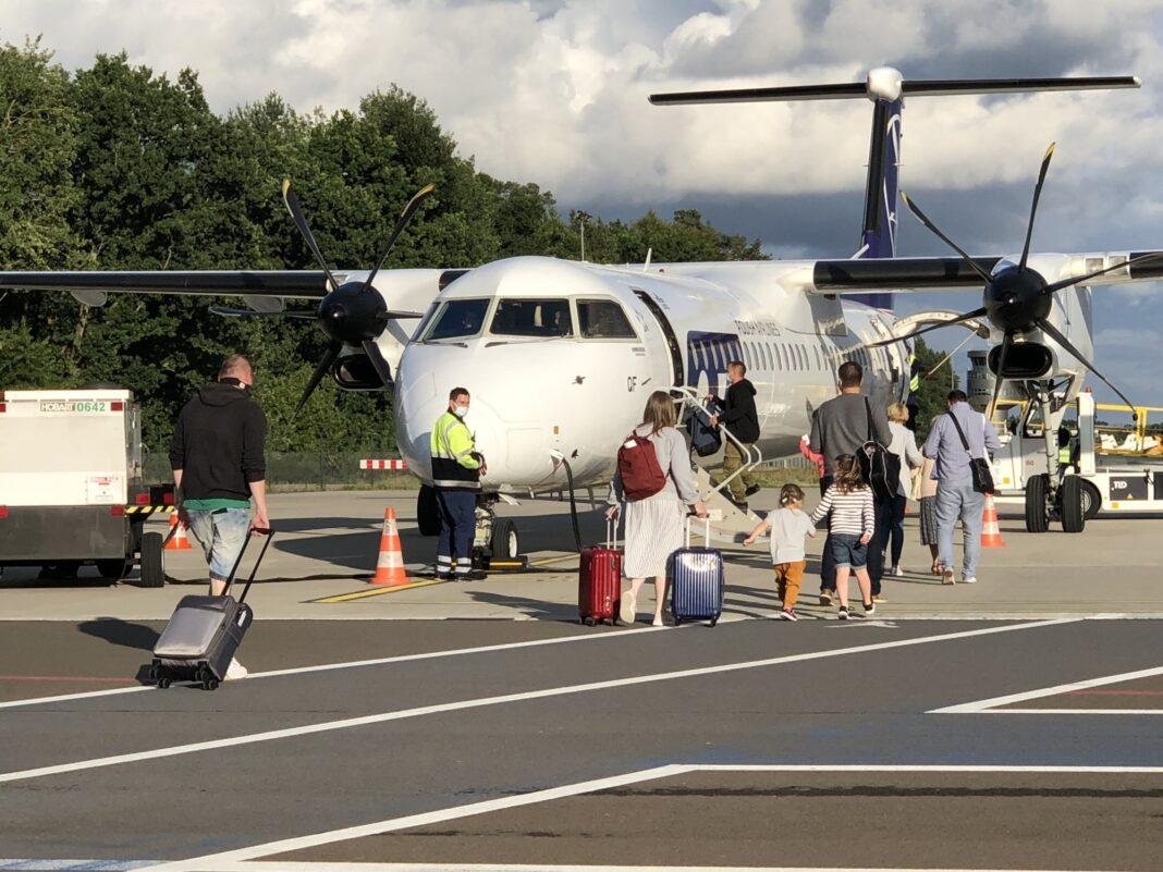 połączenie lotnicze Szczecin-Goleniów Rzeszów inauguracja