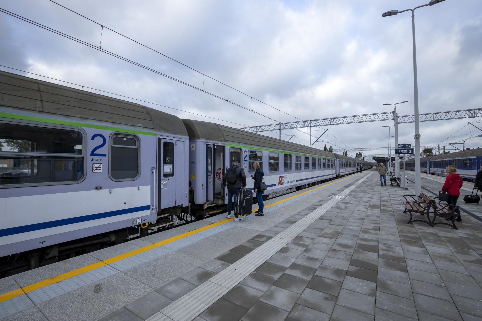 nowe perony trasa Poznań-Szczecin październik 2020
