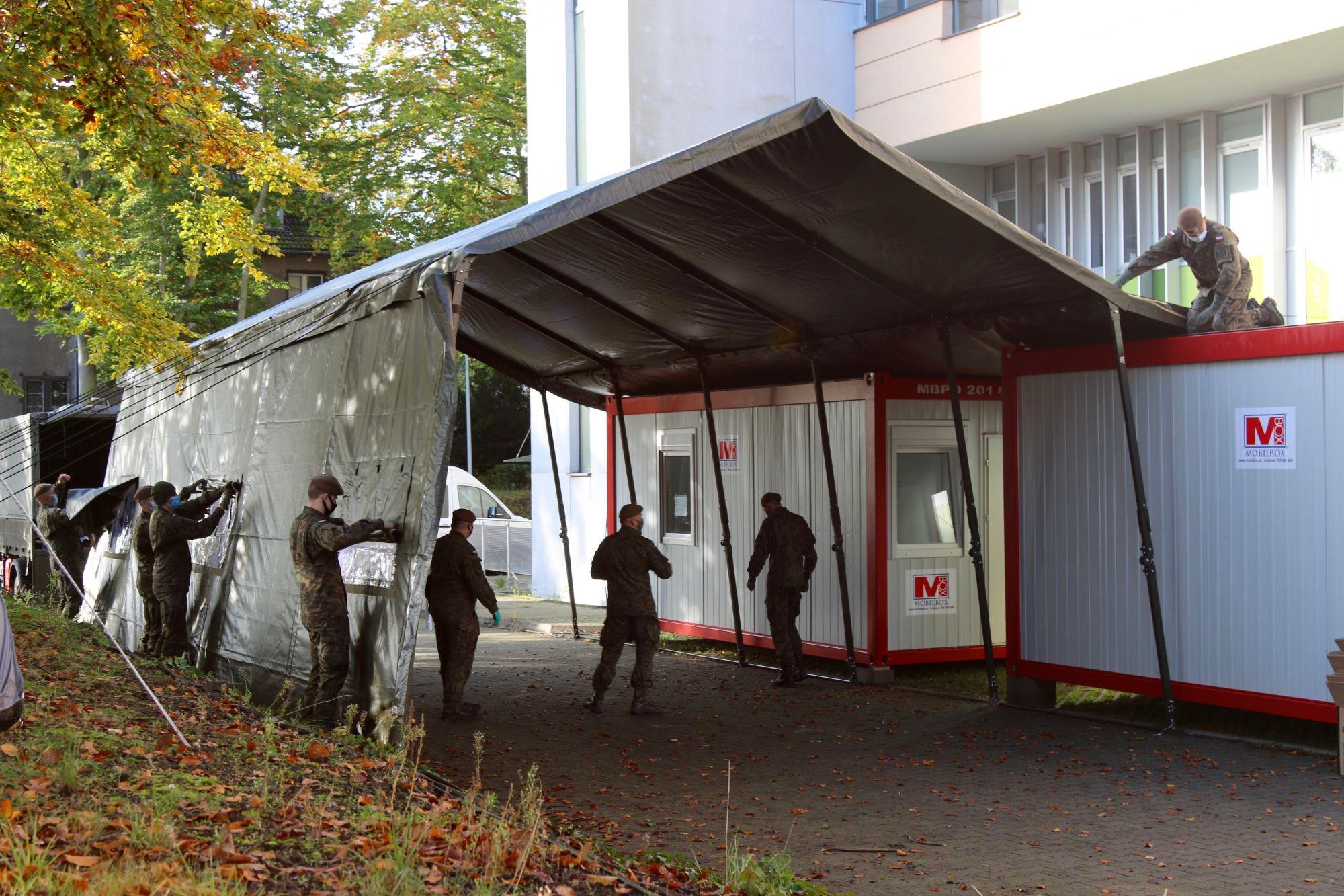 koronawirus testy mobilny punkt pobrań szpital przy ul.Unii Lubelskiej Szczecin