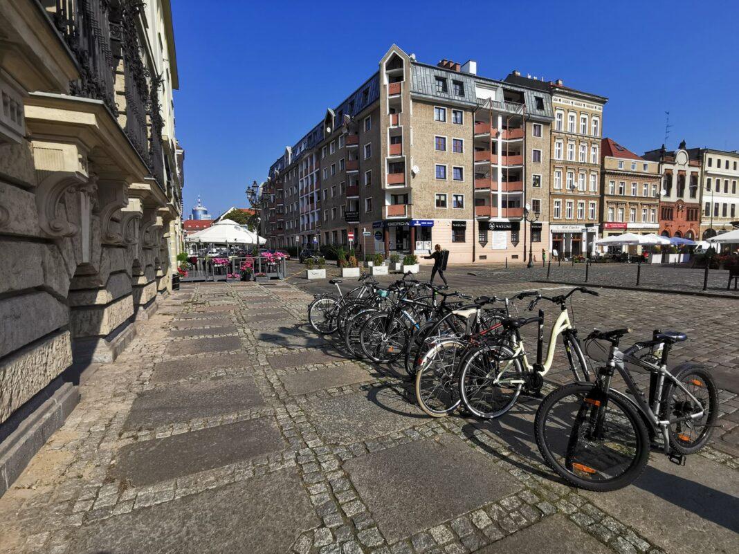 stojaki rowerowe plac Orła Białego