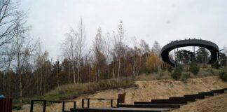 mieszkańcy Pomorza Zachodniego odwiedzają taras widokowy w Widuchowej