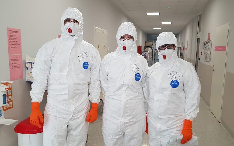 pracownicy-szpitala-tymczasowego-w-szczecinie