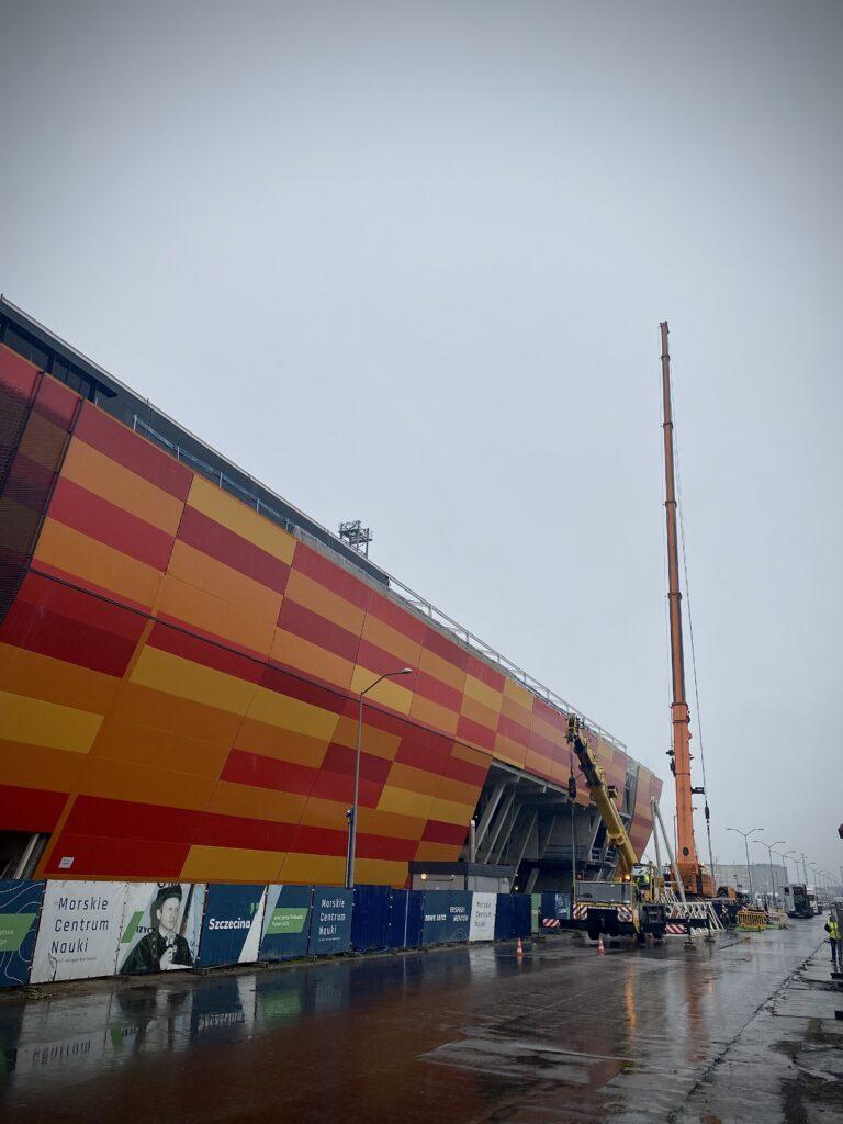 Zdemontowano dźwigi nabudowie Morskiego Centrum Nauki