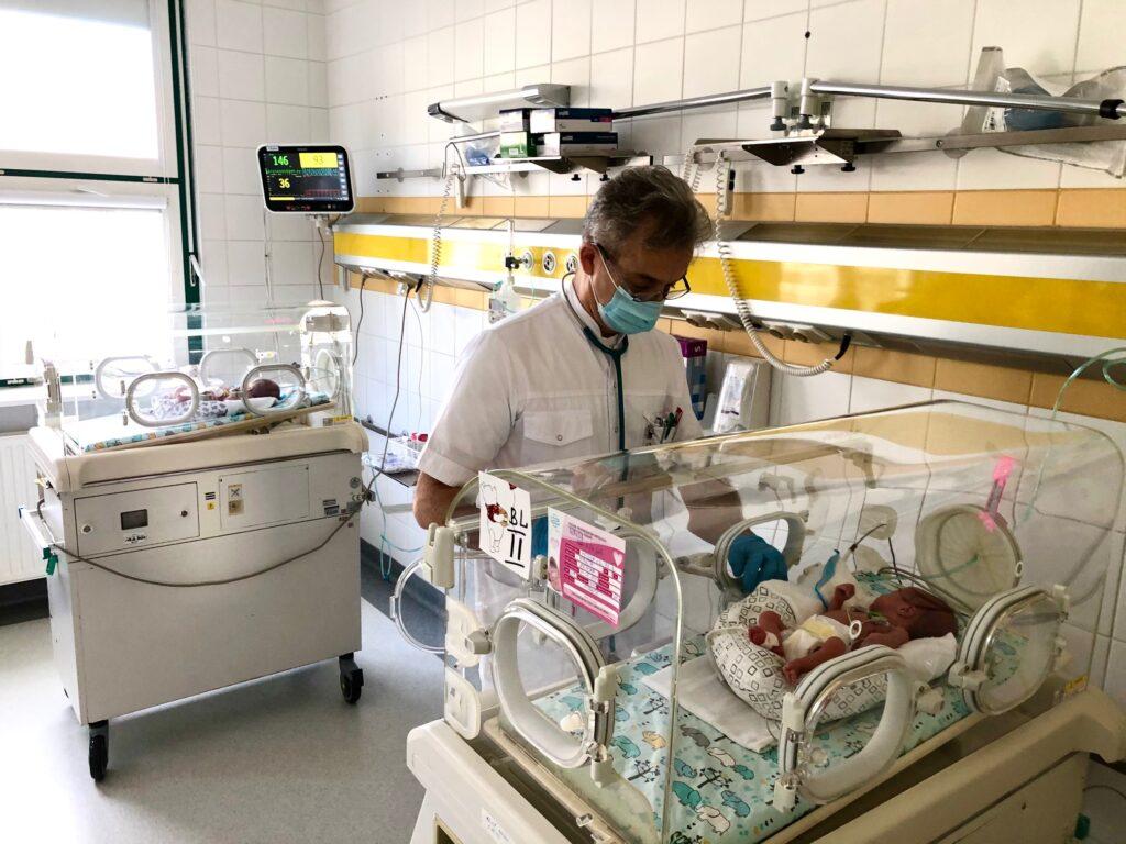 """Pierwsi rodzice wcześniaków zostali zaszczepieni wszpitalu """"Zdroje"""""""