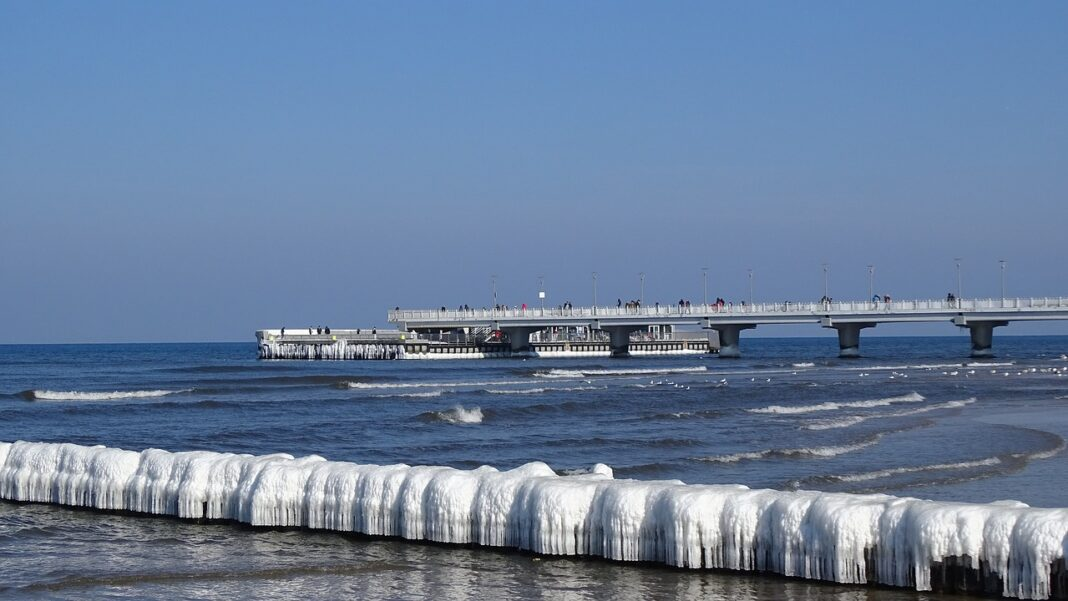 IX Światowy Festiwal Morsowania na plaży w Kołobrzegu