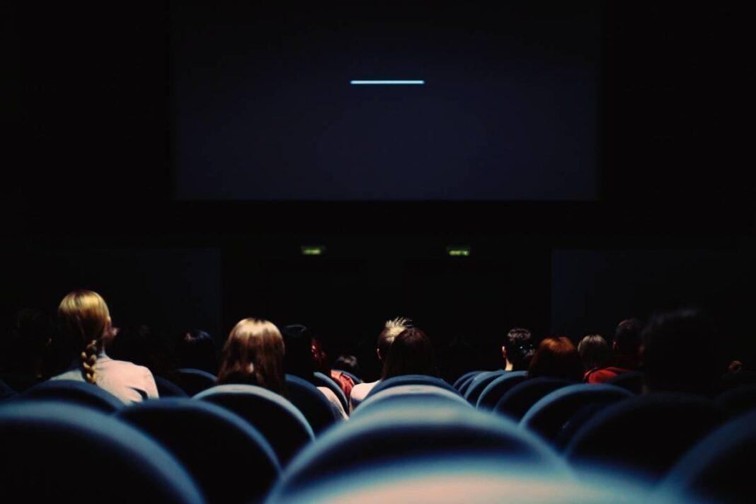 Choć kina mają pozwolenie na otwarcie, pozostają zamknięte