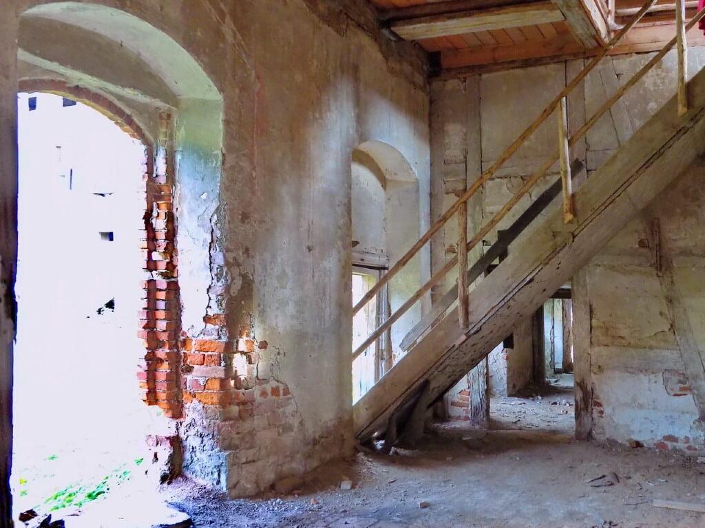 Zamek-w-Swobnicy-barokowa-oficyna-wnętrze