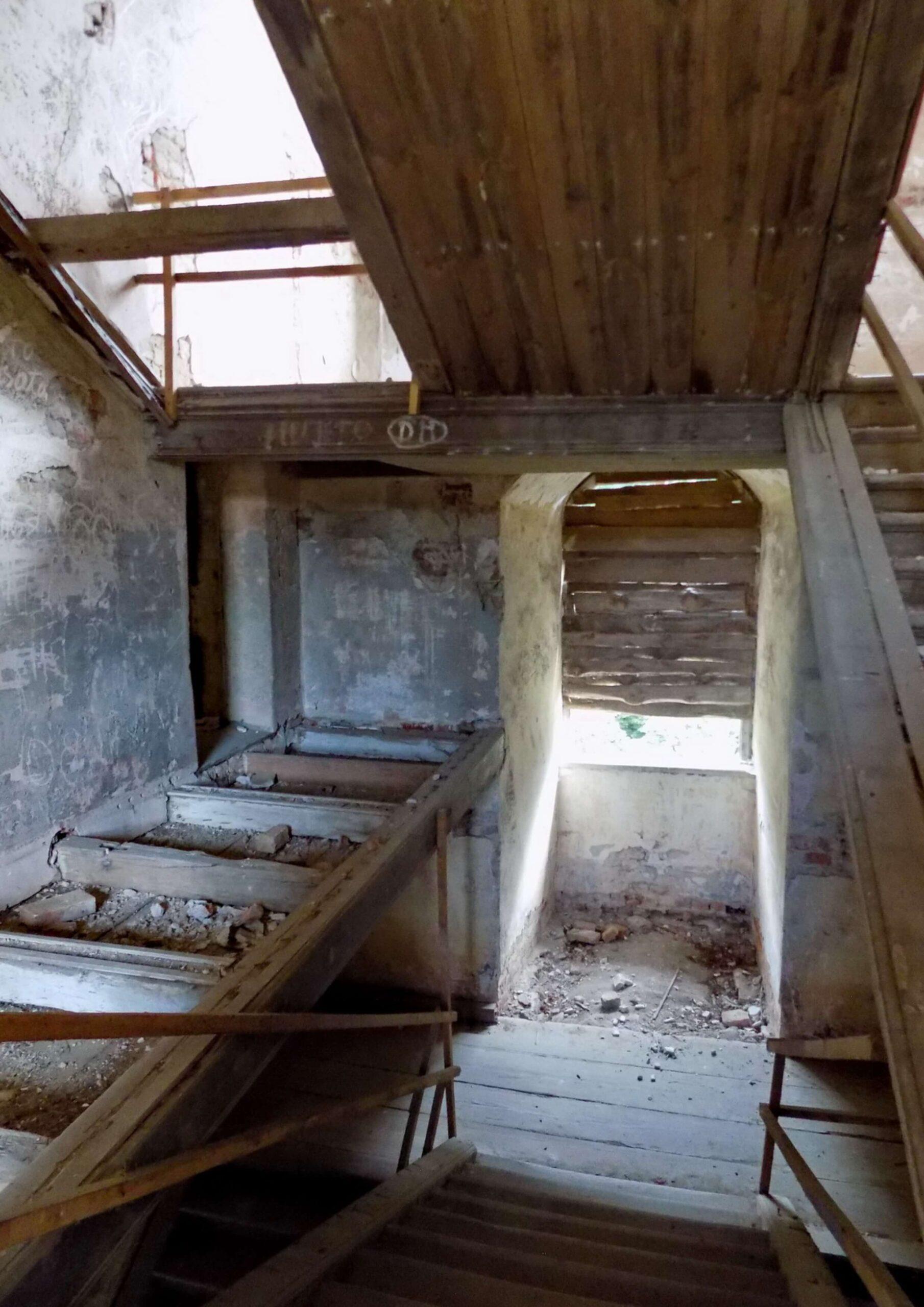 Zamek-w-Swobnicy-klatka-schodowa