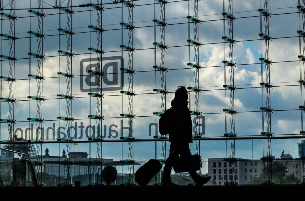 Berlin-dworzec-kolejowy-zdjęcie-ilustracyjne