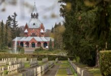 remont dachu Kaplicy Głównej na Cmentarzu Centralnym