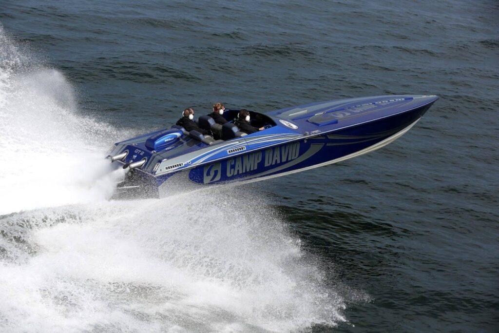 Zlot wyścigowych morskich łodzi motorowych wTrzebieży