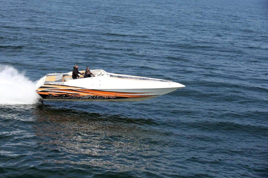 Zlot wyścigowych morskich łodzi motorowych w Trzebieży