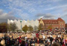 Protest w sprawie odwołania Przemysława Czarnka