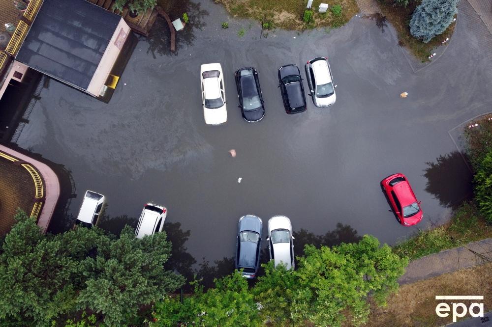 parking przy ulicy Ostrobramskiej w Szczecinie, 1 lipca 2021 r.